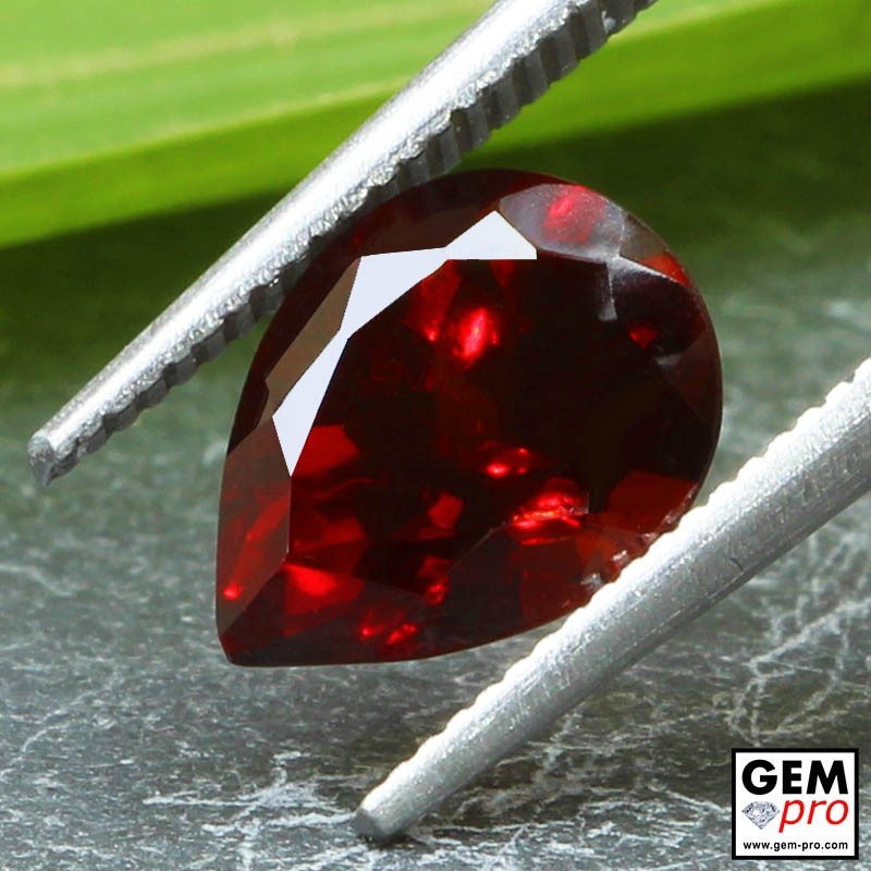 Grenat Almandin 2.85 carats Taille Poire Gemme de Madagascar