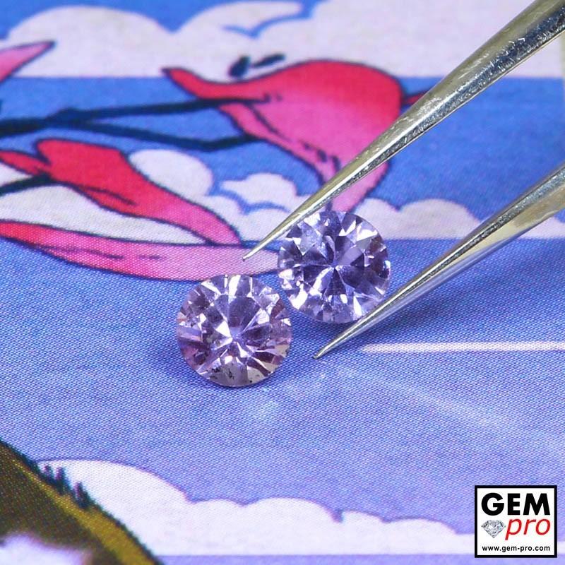 0.54 Carat Saphir Violet 2 p. Gemme de Madagascar
