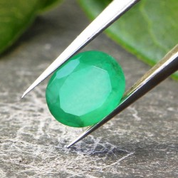 Émeraude Verte 0.63 carat Taille Ovale Gemme de Zambie