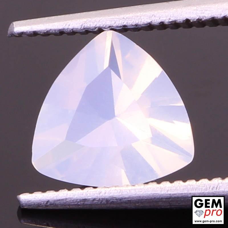 Opale Blanche 0.99 cts Gemme de Madagascar